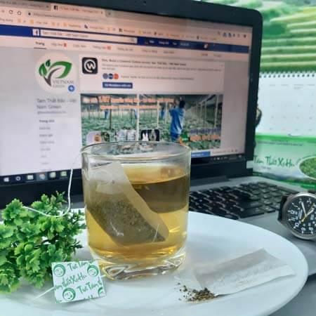 Pha 2g túi trà XuHu với 200ml nước sôi